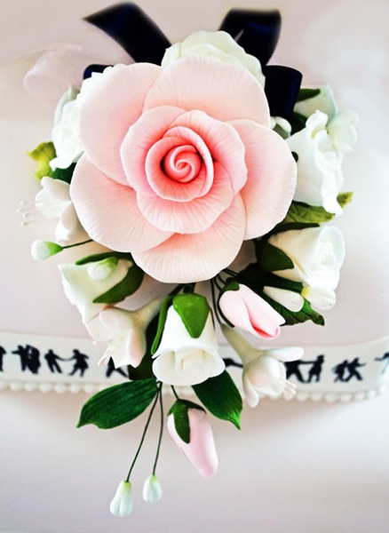 Roses on the cake