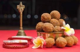 640px Coconut and Jaggery Balls Bengali Narkel Naru