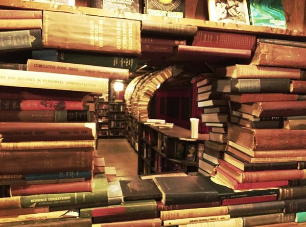 640px Book Labyrinth the Last Bookstore
